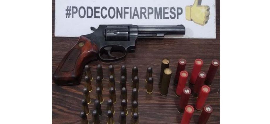 Polícia Militar apreende arma de calibre 38 e diversas munições após denúncia. Apreensão aconteceu na cidade de Socorro.