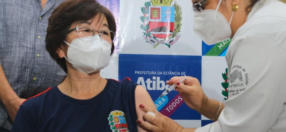 COVID-19: Atibaia inicia vacinação de profissionais da saúde