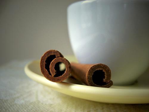 La cannella viene usata con il tè