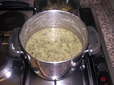 La zuppa di fave e bieta pronta