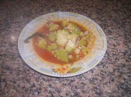 La minestra di broccoli servita