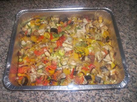 Le verdure miste al forno pronte per essere servite
