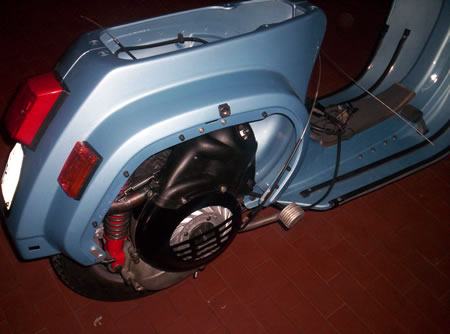 Il motore della Vespa appena reinstallato