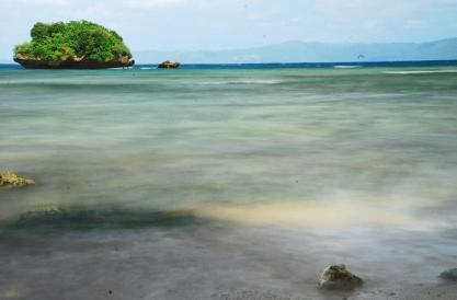 The cool waters of Sawanga beach