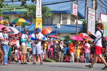 Braving the scorching morning sun to immortalize the #Talakudong2015 parade.