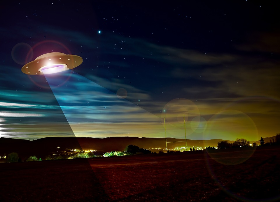"After Mexico's Sky Is Filled With A Blue Flashing Light And Odd Noises, ""Aliens"" Are Allegedly To Blame"