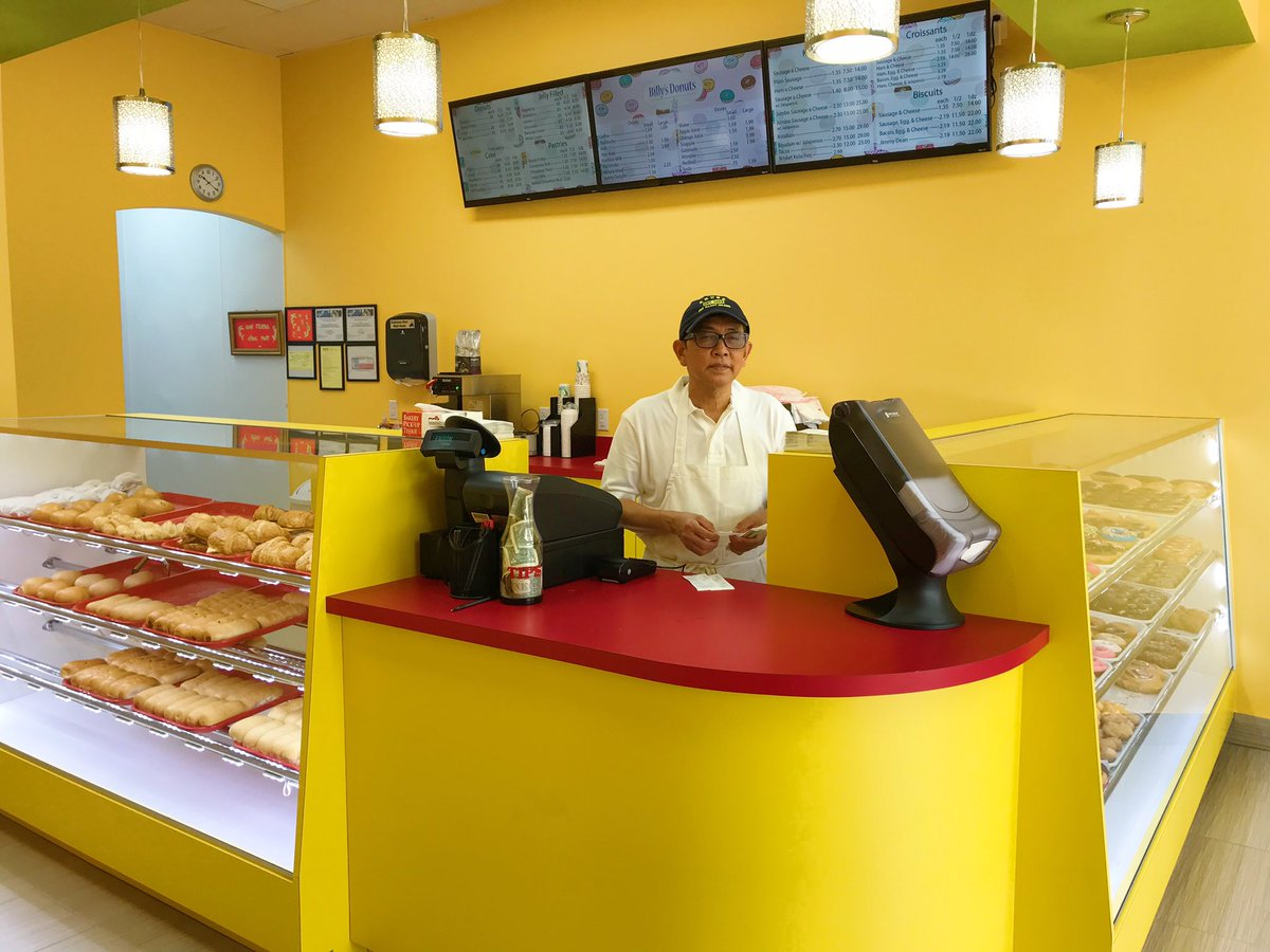 After son tweets out his dad's new donut shop with zero customers, sales explode