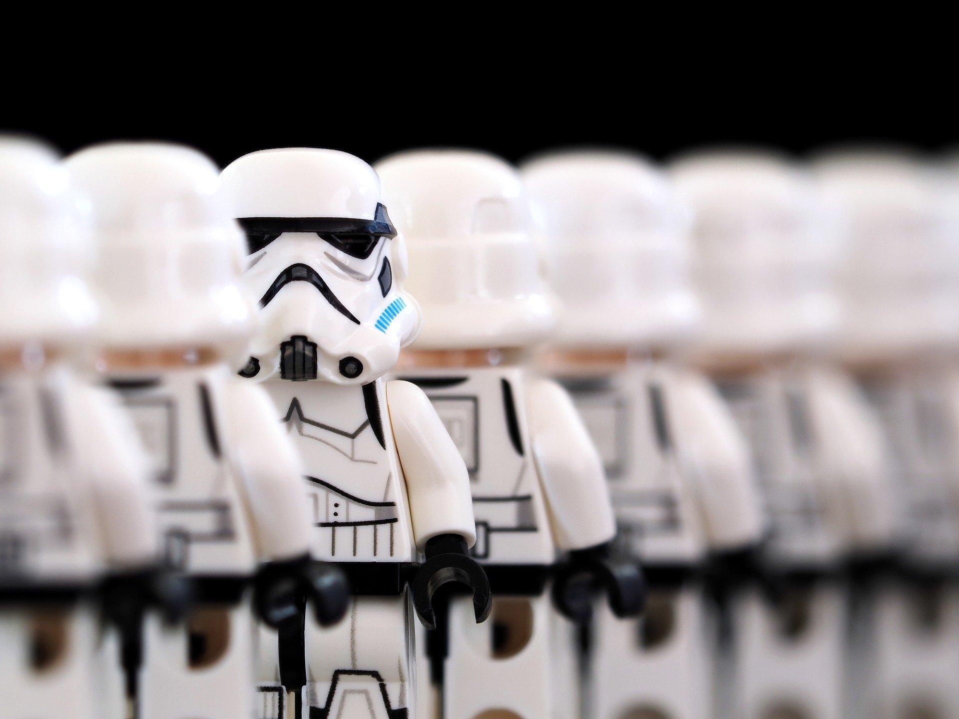 stormtrooper-2899982_1920