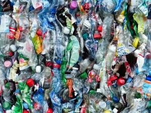 Plastic Bottles ©Hans Braxmeier (Pixabay)