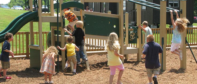deca se igraju u parku
