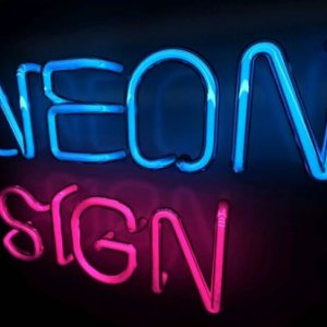 Neon Sign Untuk Membuat Tempat Usaha Lebih Classy