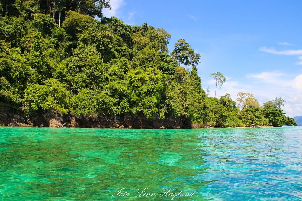 Take a kayaking or boat trip around the island to Emerald cave