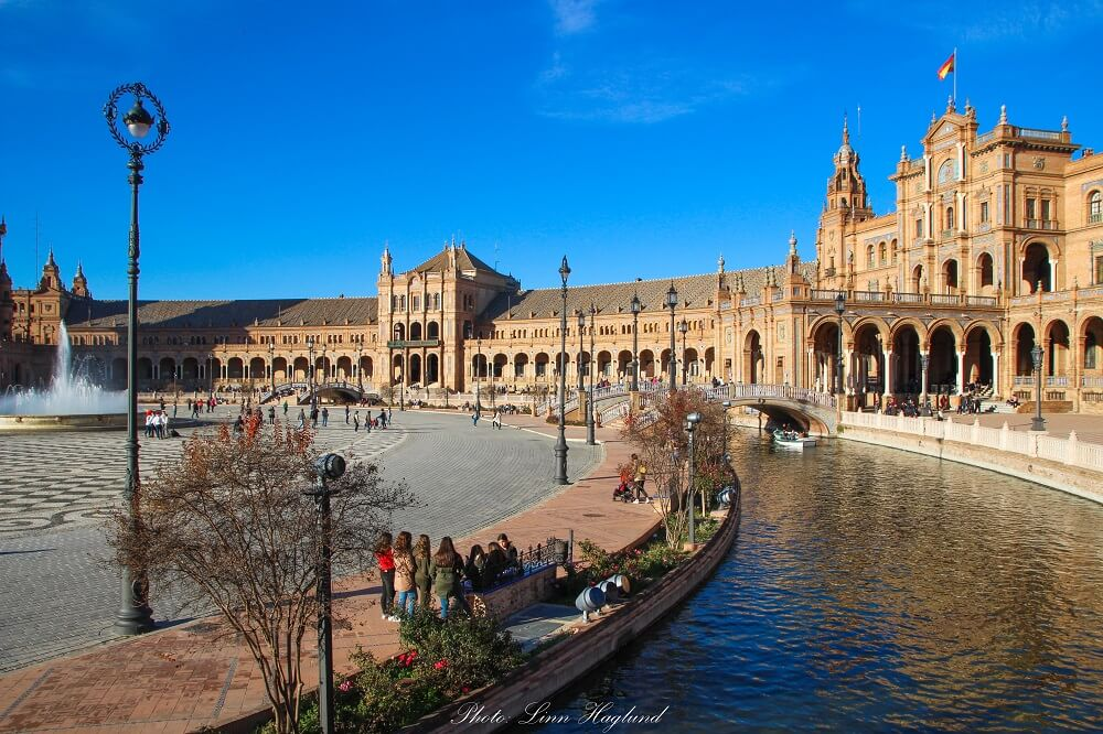 While in Seville in 3 days you have to see Plaza de España