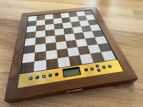 Šahovska ploča sama