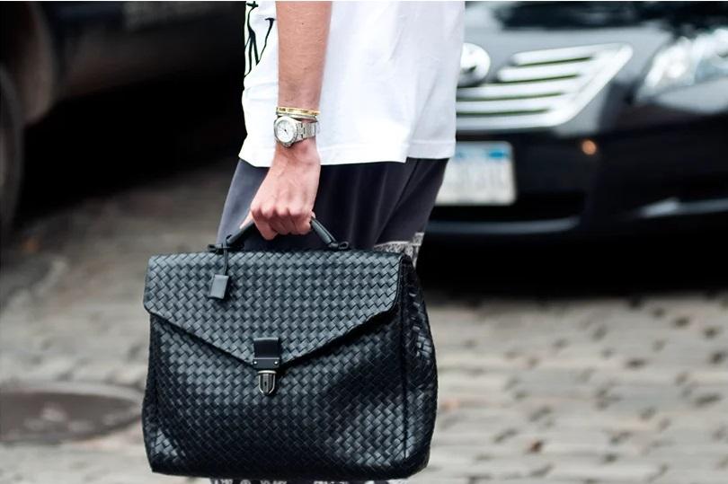 Как правильно носить мужской портфель