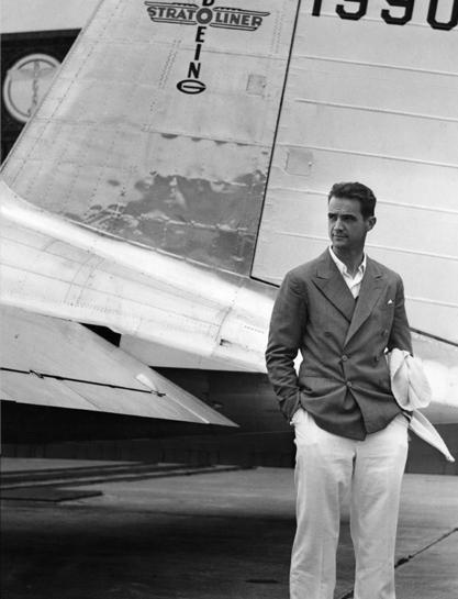 Летчик, инженер и кинорежиссер Говард Хьюз