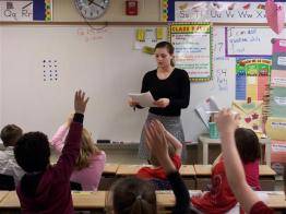 teacher asking questions to students
