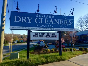 Business sign promoting text alert when laundry is available for pickup