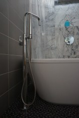 Tub and tub filler