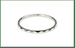 K14金的白色K金製項鍊或戒指