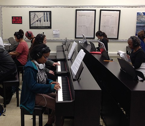 Fresno City College Piano Lab