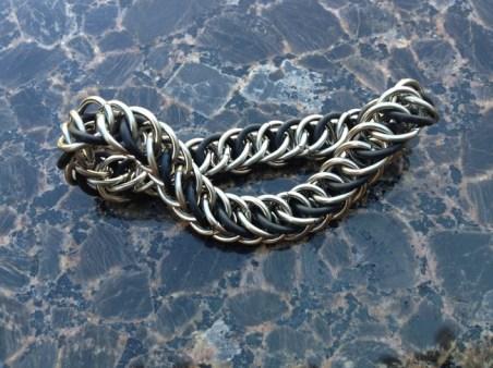 chainmail_bracelet_half_persian_black_steel