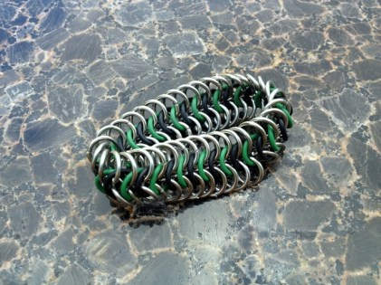 chainmail_bracelet_stretch_black_green_steel