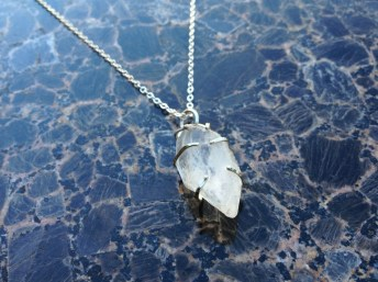 necklace_crystal_chunk_silver_front