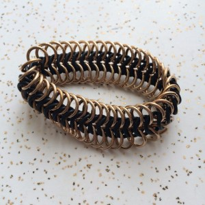 bracelet_stretchy_chainmaille_brass_rubber_euro6to1