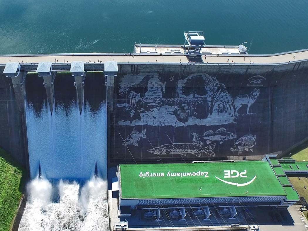 Murale na nietypowych powierzchniach elektrownia wodna w solinie mural clean graffiti