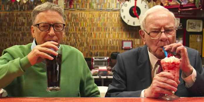 Bill Gates and Warren Buffett have a rounded view of philanthropy. Photo: @marciojmsilva/Twitter