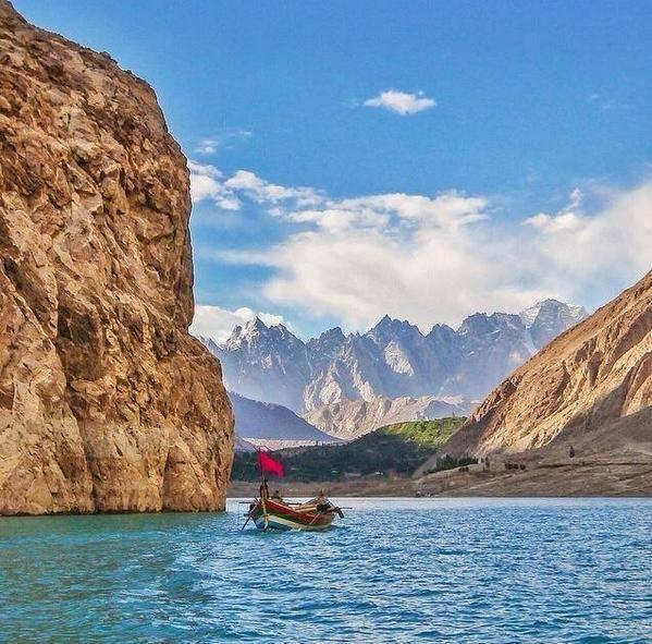 005- Passu Cones, Gilgit.jpg