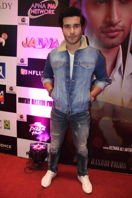 post-report-star-studded-premiere-for-thora-jee-le-held-in-karachi-5