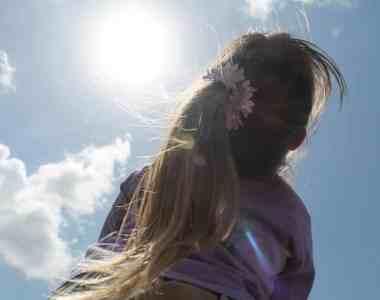 8 طرق علاج مشاكل الشعر المعرض للشمس