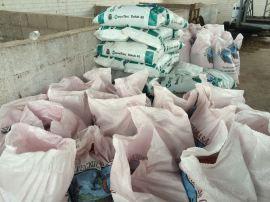 costales de mezcla avena-trigo y fertilizante