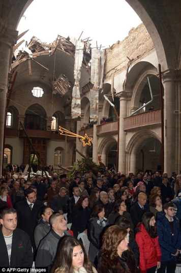 christians-celebrate-mass