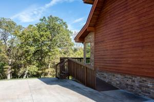 Branson-Vacation-Houses-Cedar-Cove-01a-1147