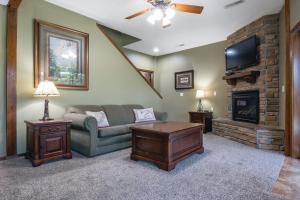Branson-Vacation-Houses-Cedar-Cove-09-1052