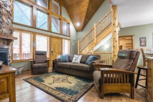 Branson-Vacation-Houses-Deer-Valley-Lodge-01-1074