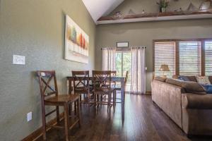 Branson-Vacation-Houses-Ozark-Charm-04-1059