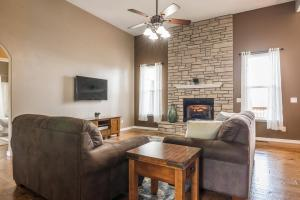Majestic View vacation rental Branson and Kimberling City, Missouri - great room