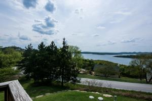 Majestic View vacation rental Branson and Kimberling City, Missouri - deck with a view