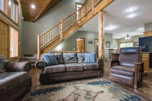 Branson-Vacation-Houses-Black-Bear-Lodge-01-1088