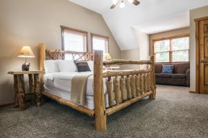 Branson-Vacation-Houses-Black-Bear-Lodge-10-1001