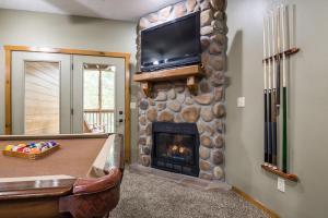 Branson-Vacation-Houses-Black-Bear-Lodge-12-1030