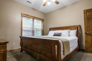 Branson-Vacation-Houses-Black-Bear-Lodge-15-1014