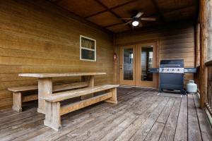 Branson-Vacation-Houses-Black-Bear-Lodge-19-1075