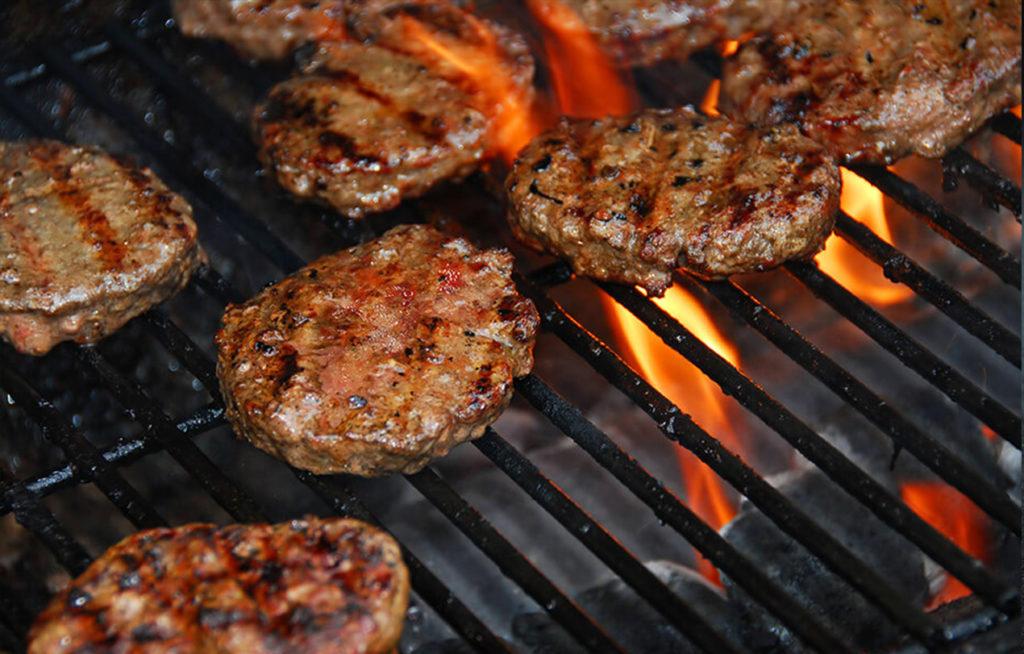 ¿Cómo disfrutar de hamburguesas a la parrilla?