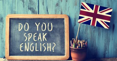 "Quadro negro com a pergunta ""do you speak english""?"