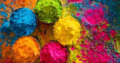 Potes com pó colorido